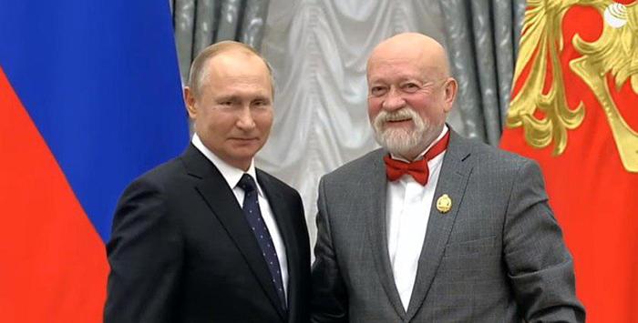 Владимир Путин вручил награду «Народный архитектор» Николаю Шумакову